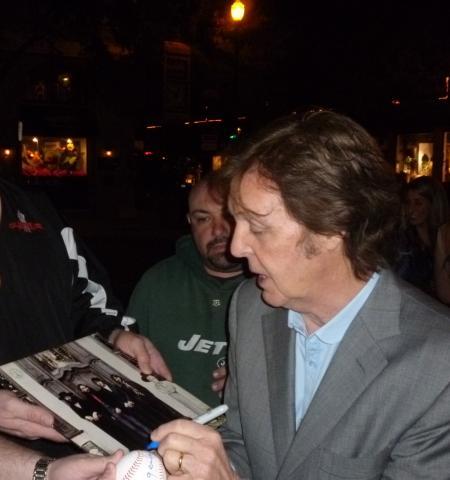 Paul McCartney Brustkrebs Autogramm Fan